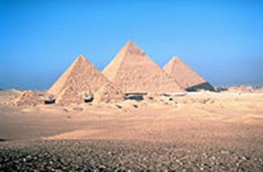 As grandes pirâmides de Gizé, única antiga maravilha do mundo ainda existente